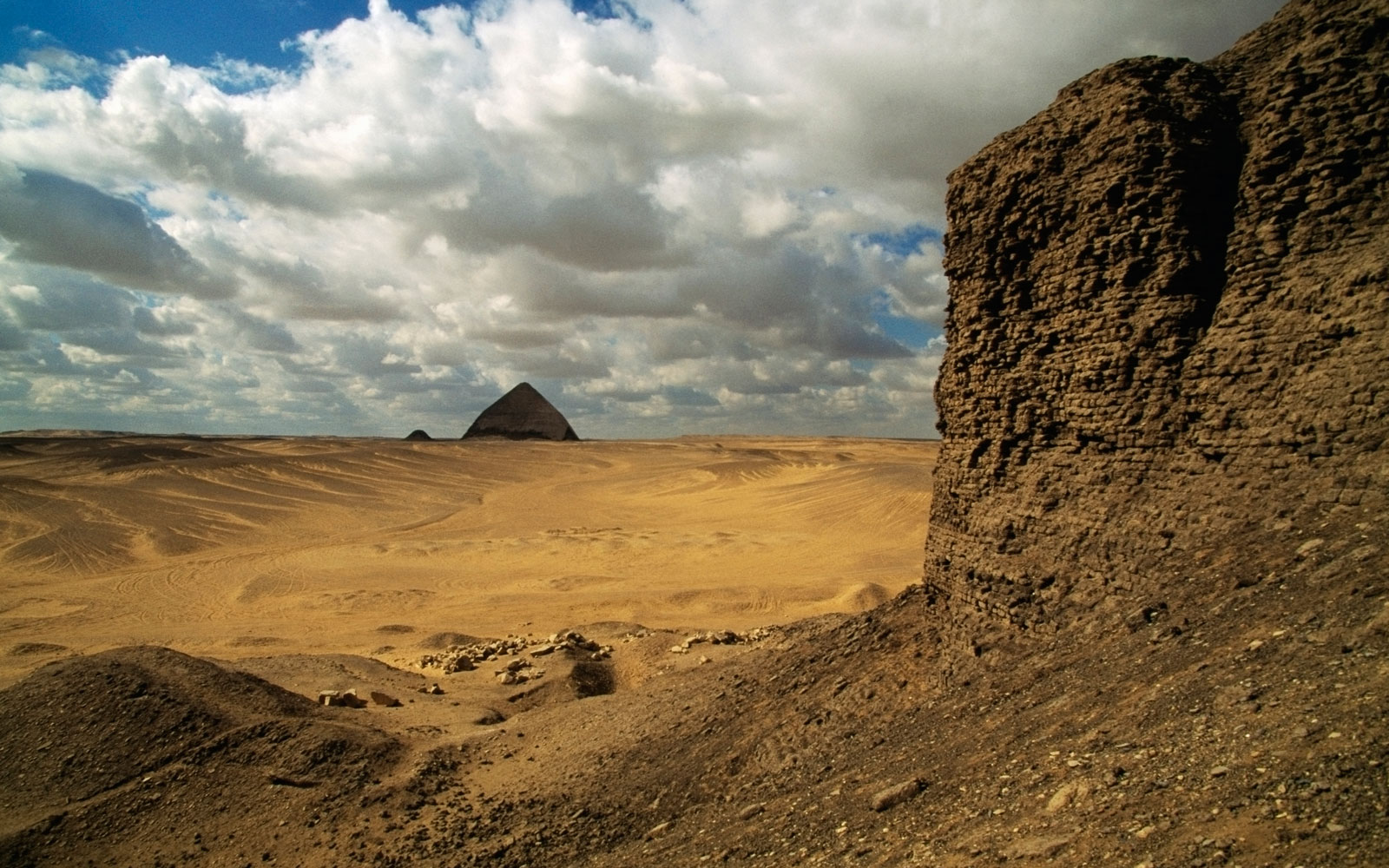 'New' Ancient Pyramid Discovered Outside of Cairo