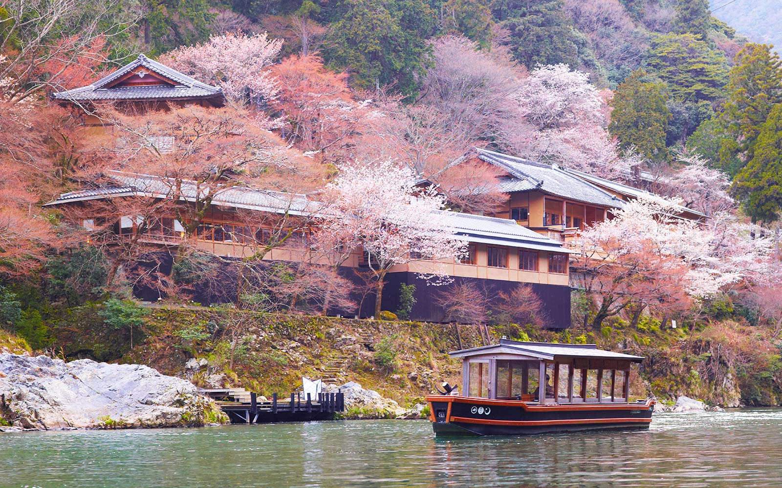 Jessica Alba loves this magical hotel in Kyoto