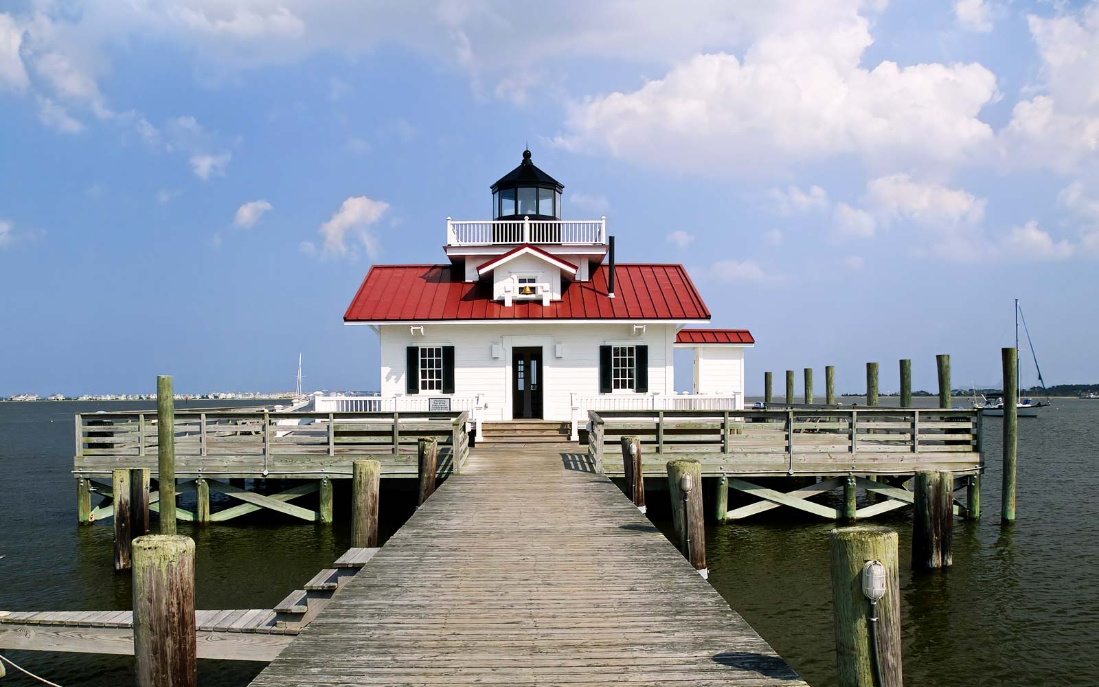 A Guide to Vacationing on Roanoke Island