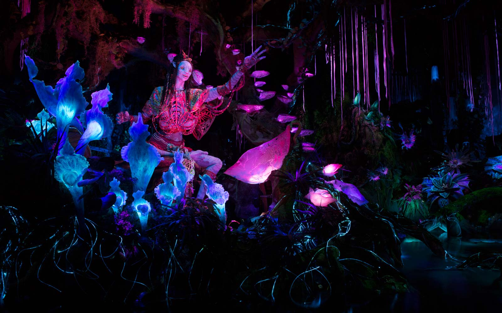 Glowing Na'vi ride at Disney