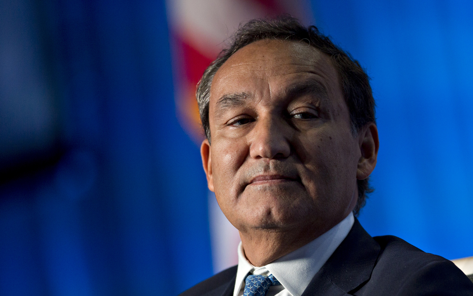 Watch United CEO Oscar Munoz face House Transportation Committee over passenger treatment