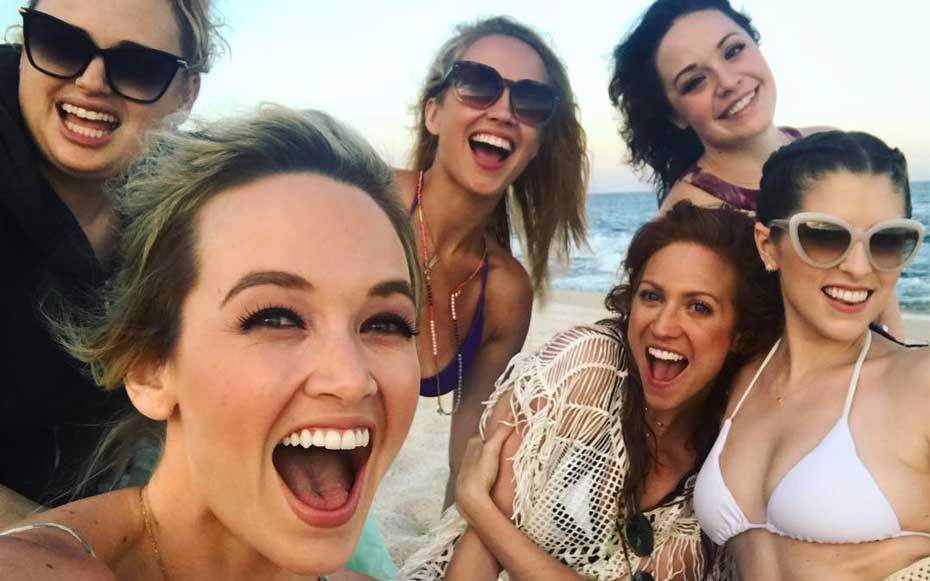 The cast of 'Pitch Perfect' just took a pitch-perfect friendcation to Mexico