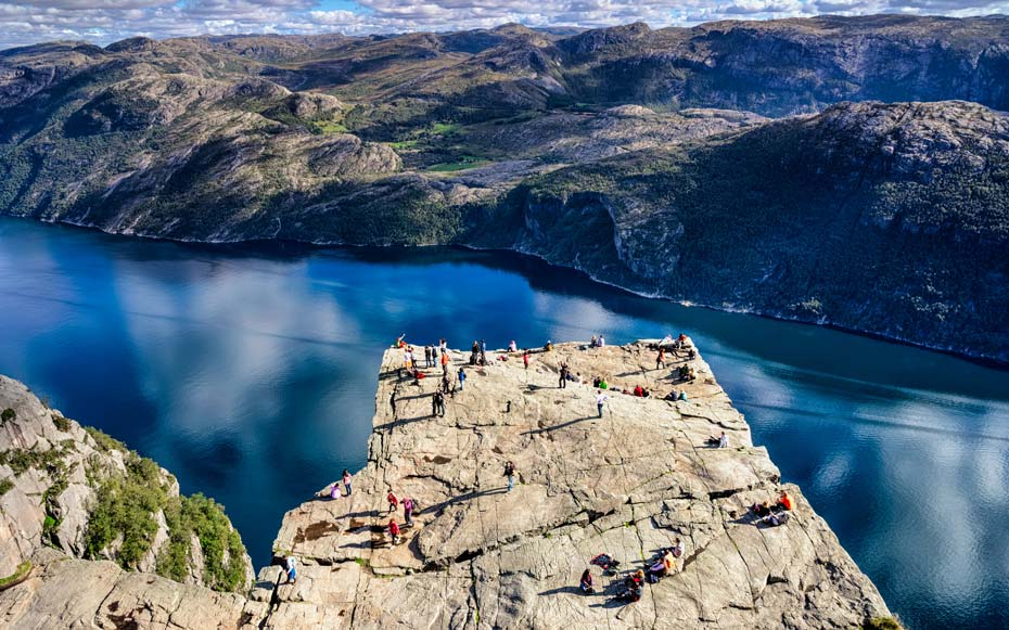 This tiny Norwegian town is being overrun by lost tourists looking for a famous cliff