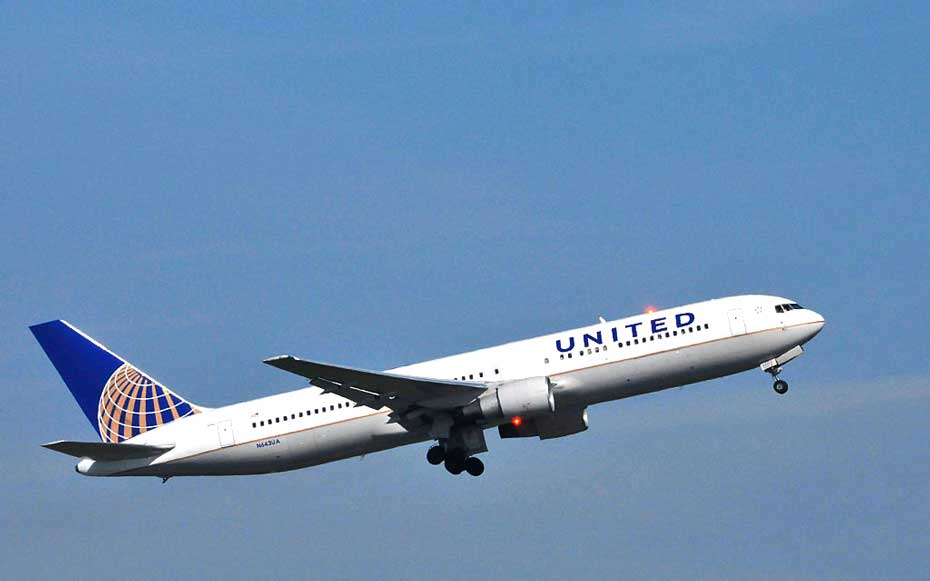 Boeing 767 belonging to United Airlines about to take-off from Paris Charles de Gaulle Airport.