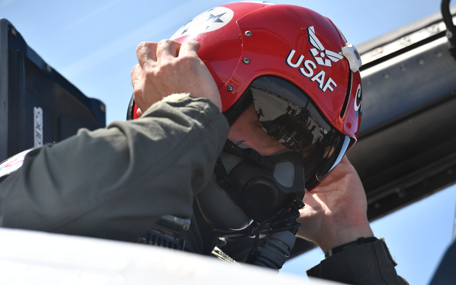 What it's like to fly in an Air Force fighter jet