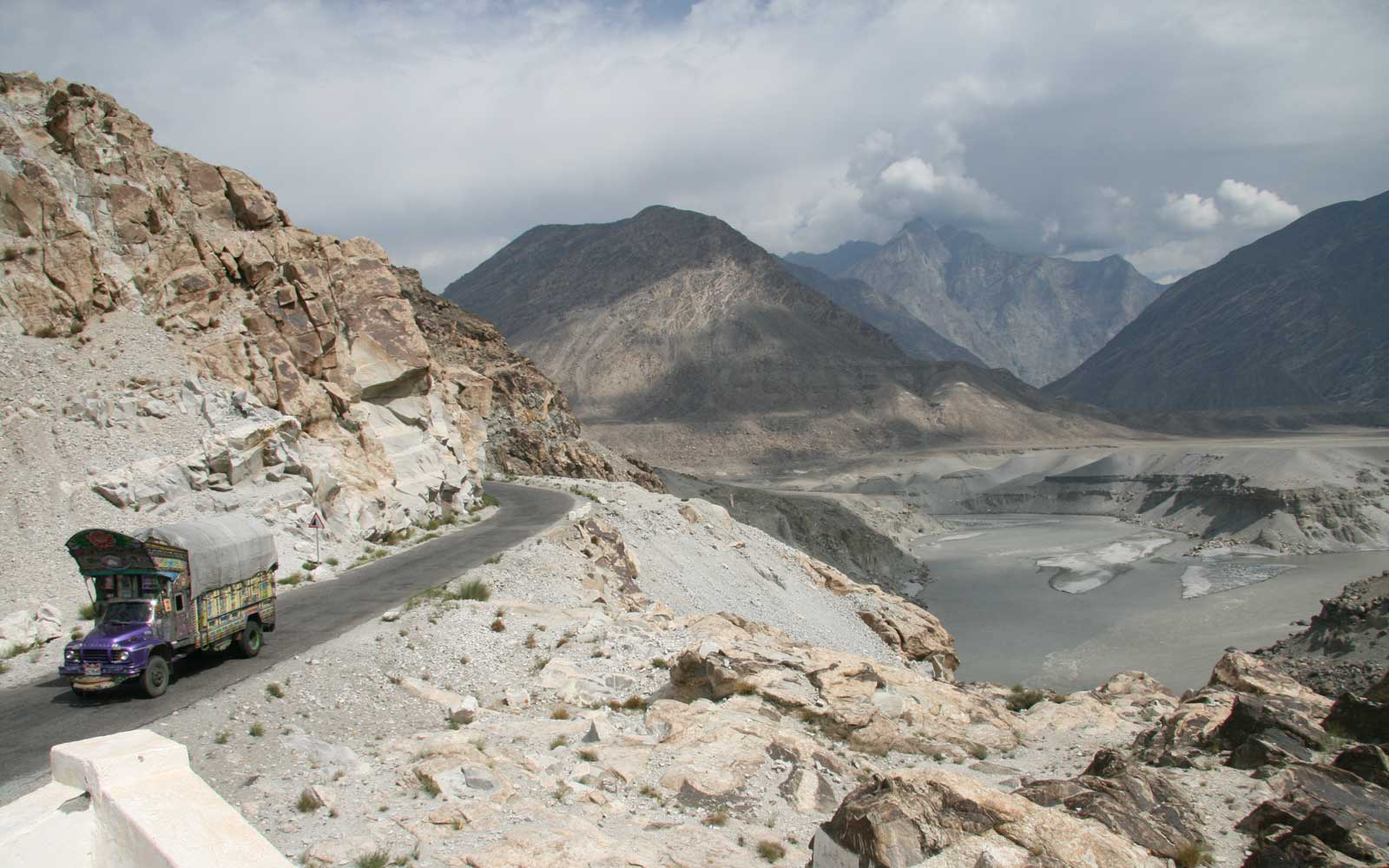 Karakoram Highway Pakistan and Indus RiverChina-Pakistan Karakoram Highway