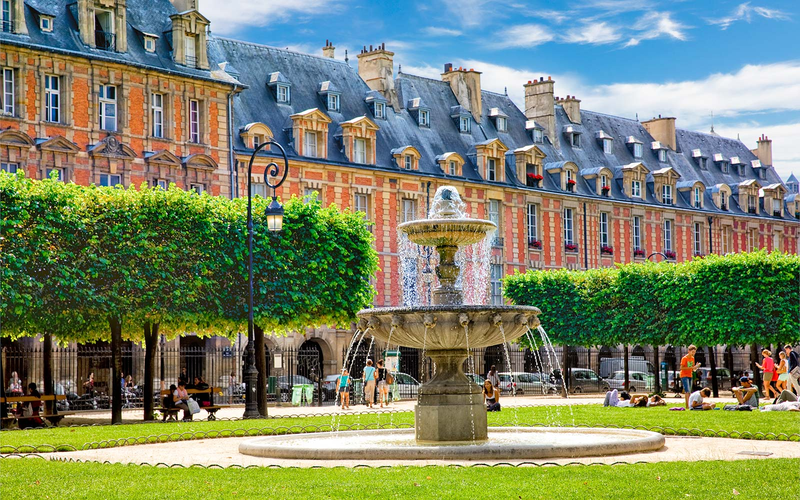 Place des Vosges Park Paris Louis XIII Square