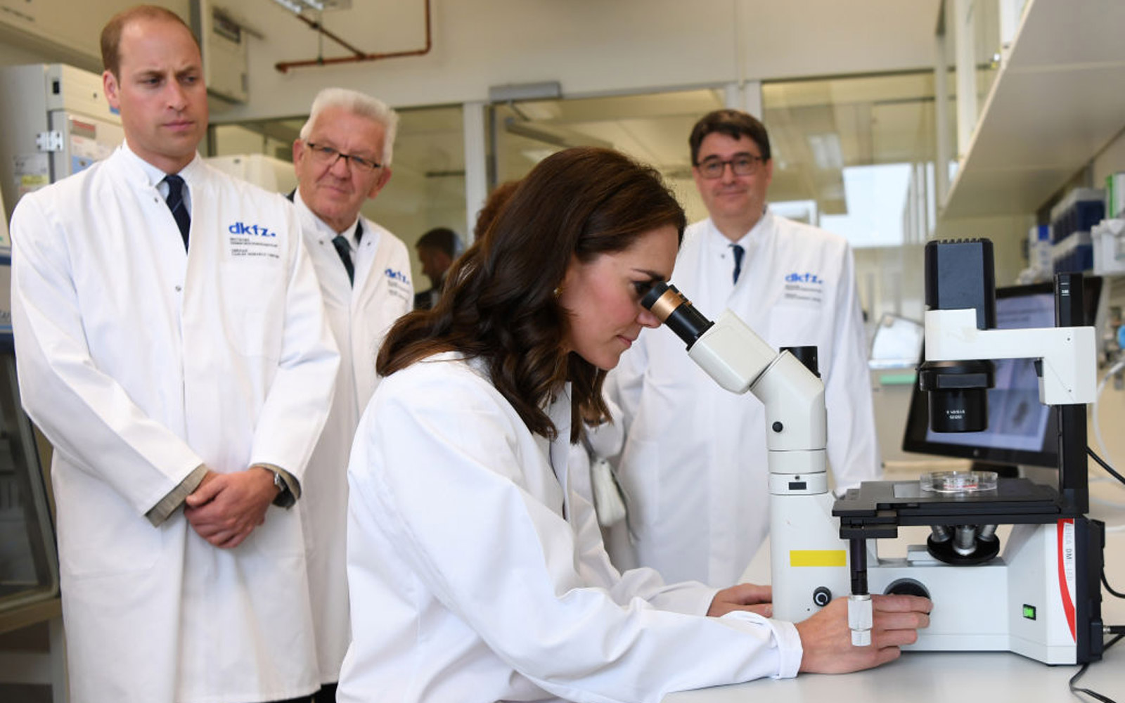 HEIDELBERG, GERMANY - JULY 20:  Prince William, Duke of Cambridge and Catherine, Duchess of Cambridge during a visit to the German Cancer Research Institute on day 2 of their official visit to Germany on July 20, 2017 in Heidelberg, Germany. (Photo by Mar