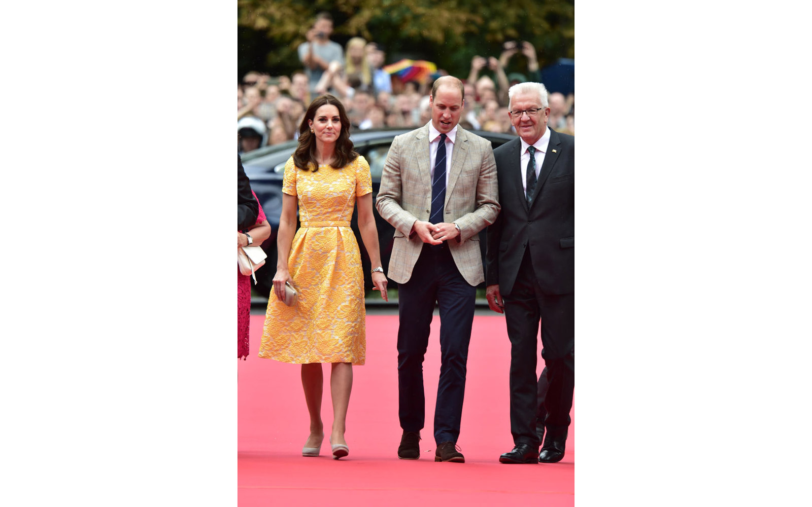 HEIDELBERG, GERMANY - JULY 20:  Prince William, Duke of Cambridge and Catherine, Duchess of Cambridge arrive for a visit to the German Cancer Research Institute on day 2 of their official visit to Germany on July 20, 2017 in Heidelberg, Germany. (Photo by