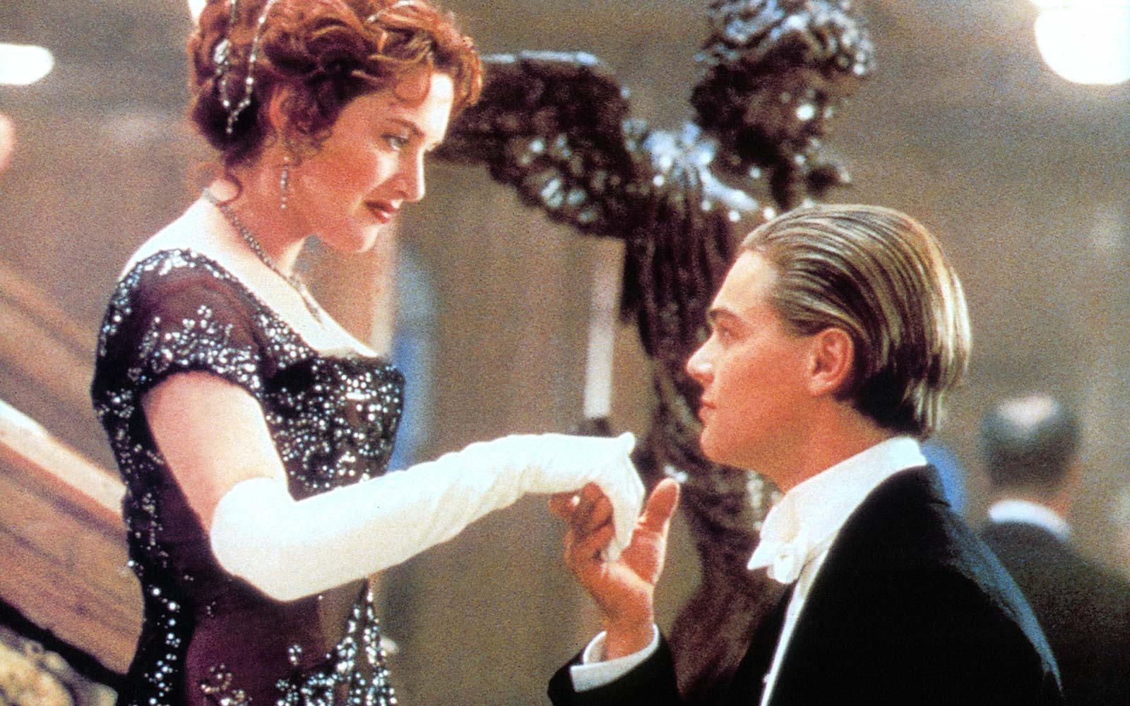 Here's How You Can Have Dinner With Leonardo DiCaprio and Kate Winslet