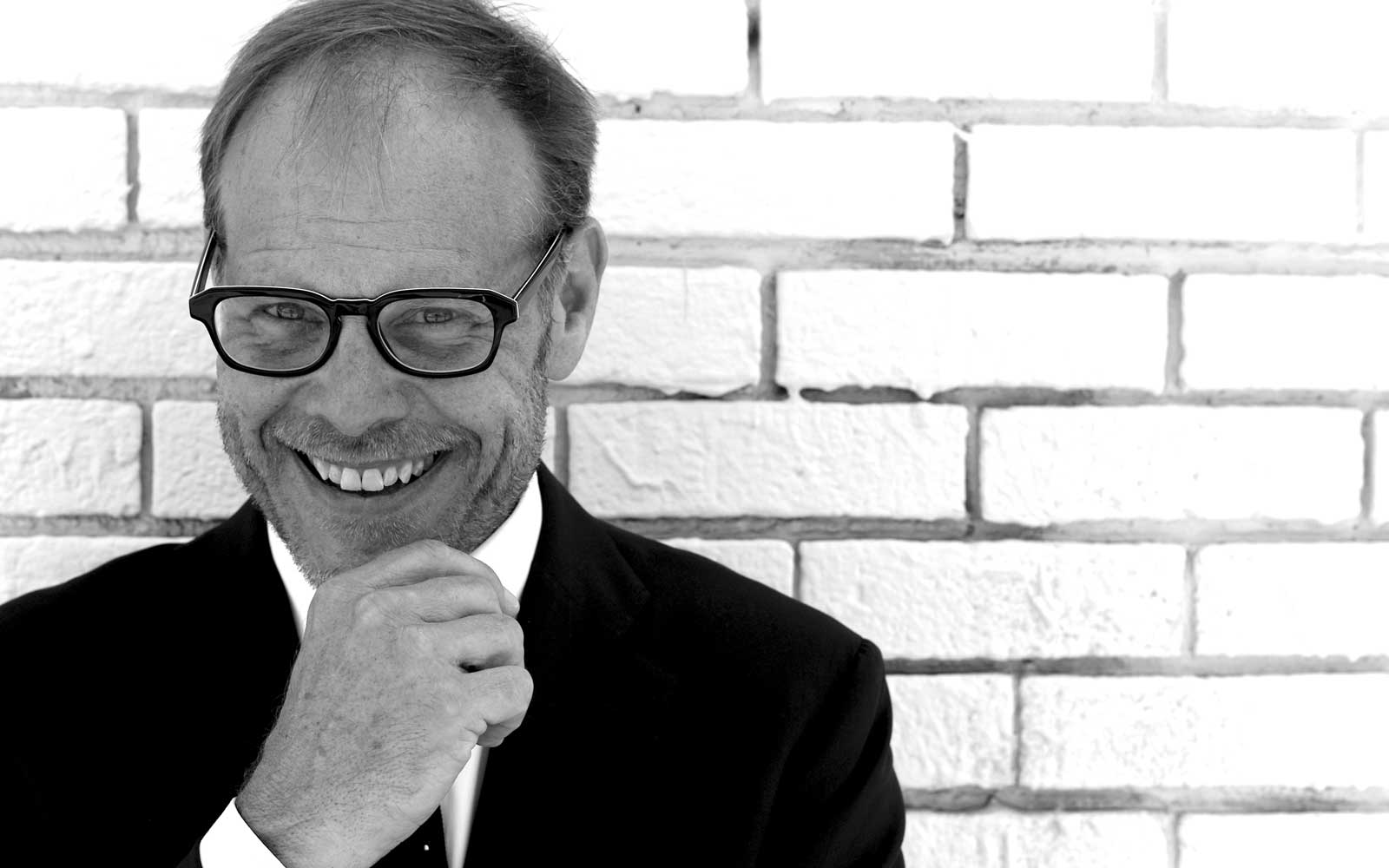 """Alton Brown Talks About His Career, Engaging Fans, and the Future of """"Good Eats"""""""