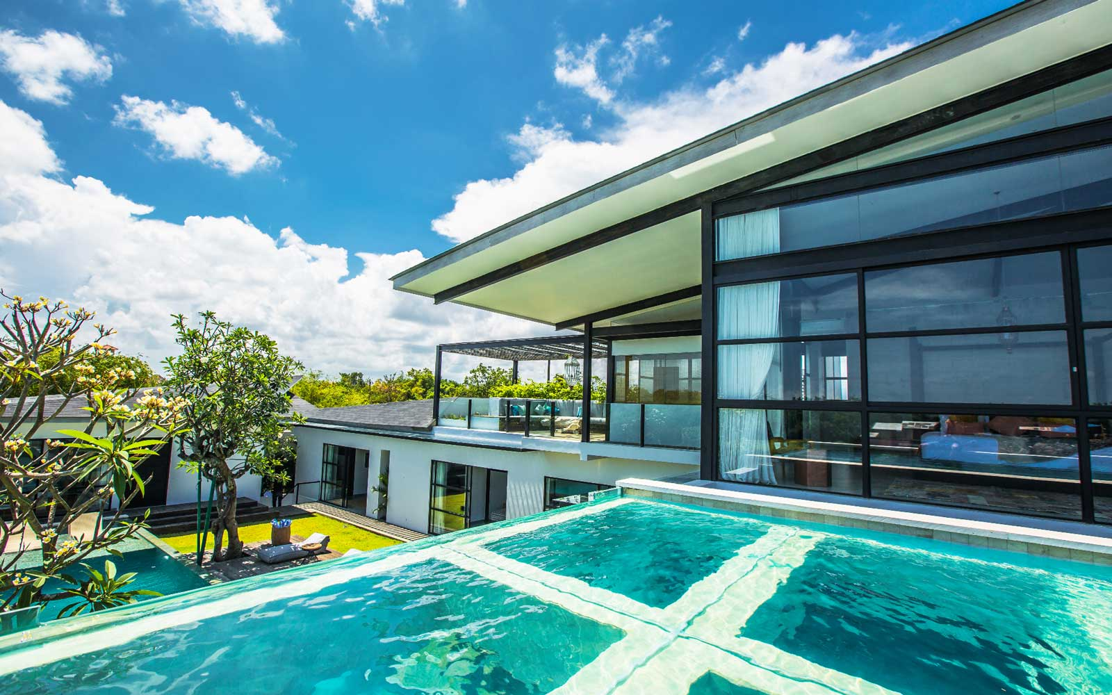 Stay in a Luxury Vlla in Bali