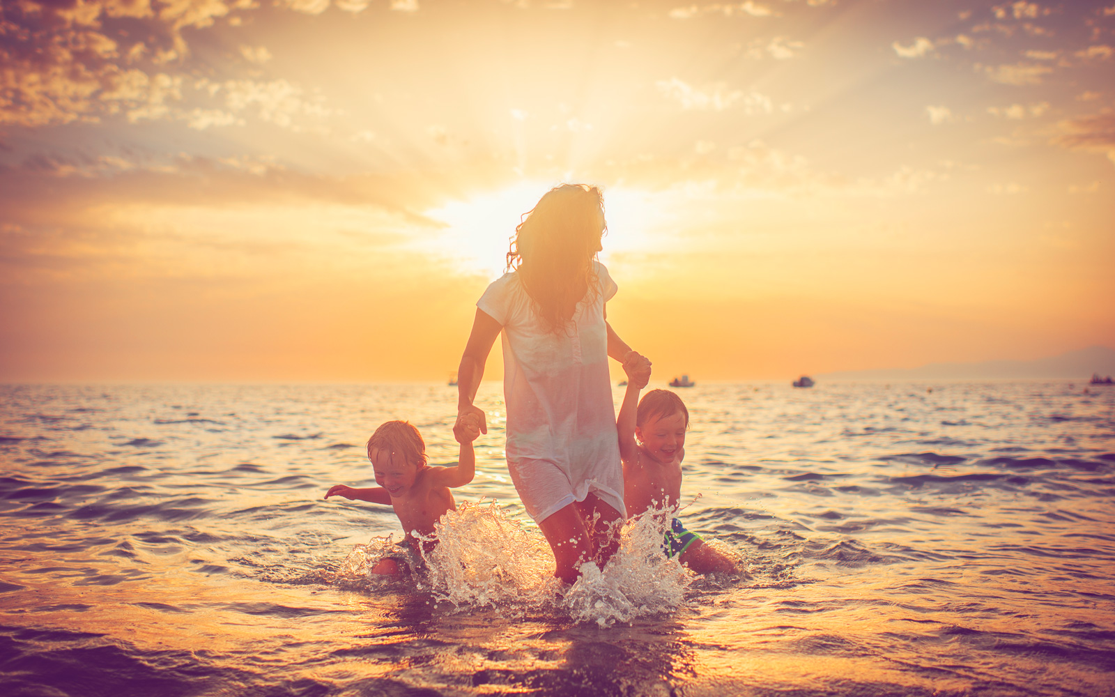 How Single Parents Can Save More Money on Vacations