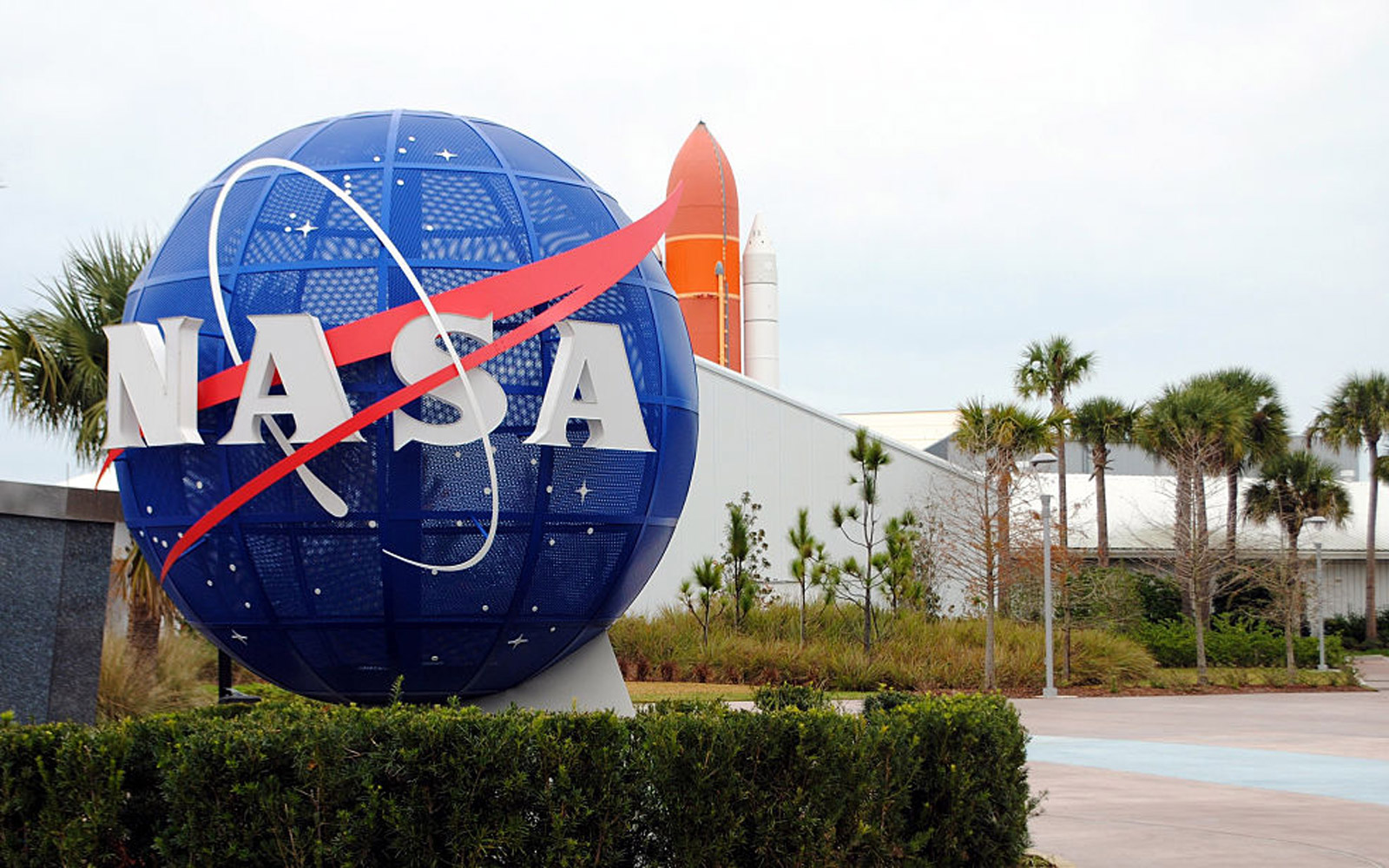 NASA Will Pay You Six Figures to Defend Earth From 'Aliens'