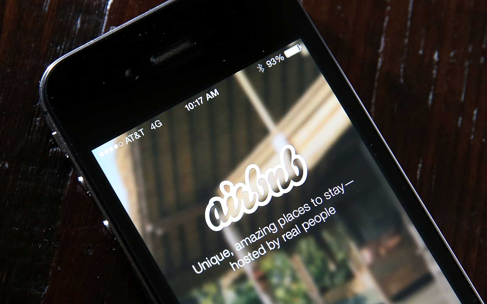 Airbnb Will Now Let Guests Leave Reviews for Stays They Cut Short