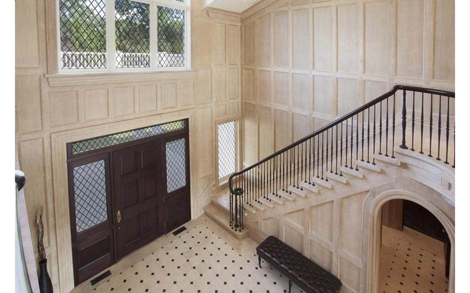 Foyer in Beyoncé and JAY-Z's Hampton house