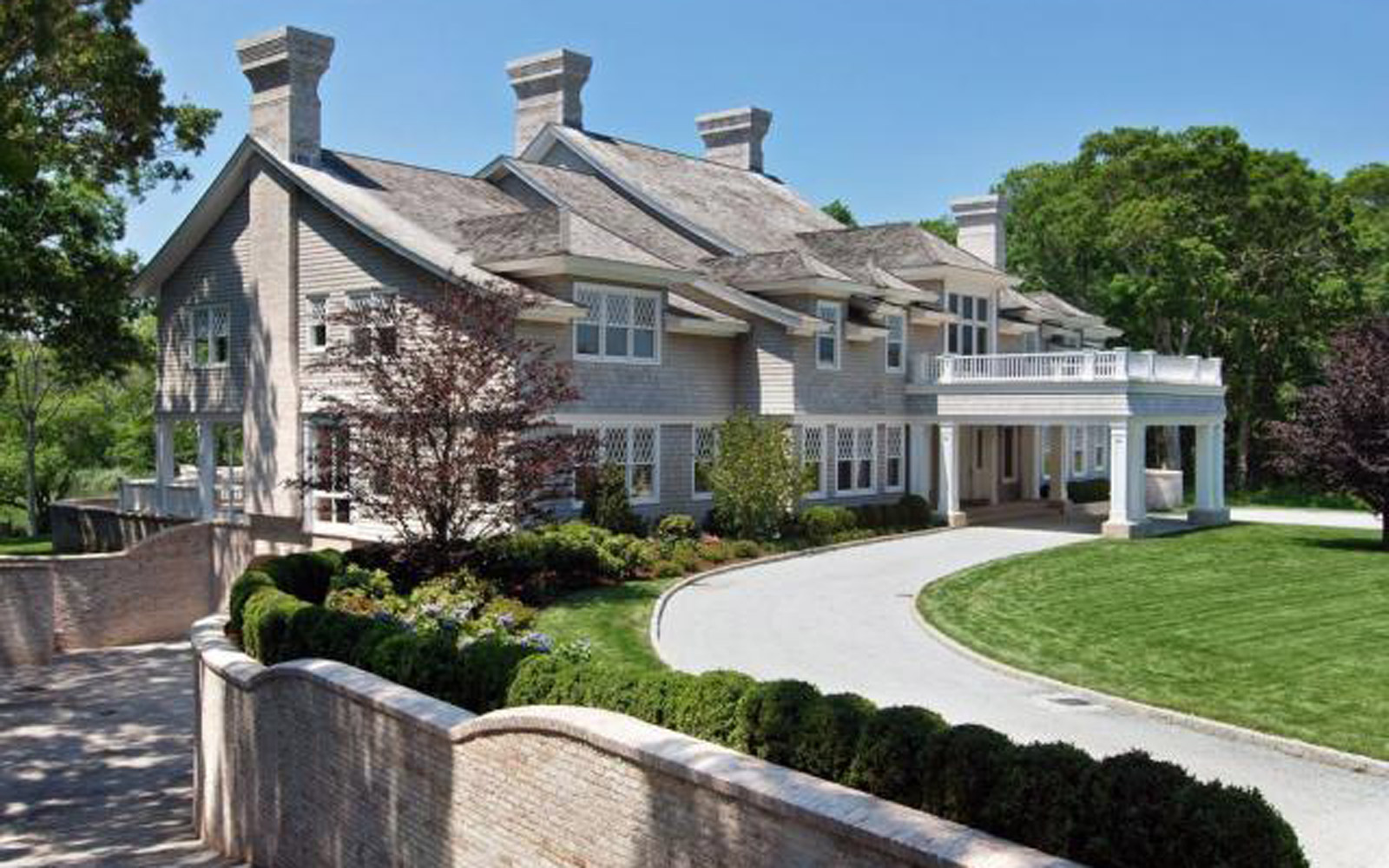 Front of Beyoncé and JAY-Z's Hampton house