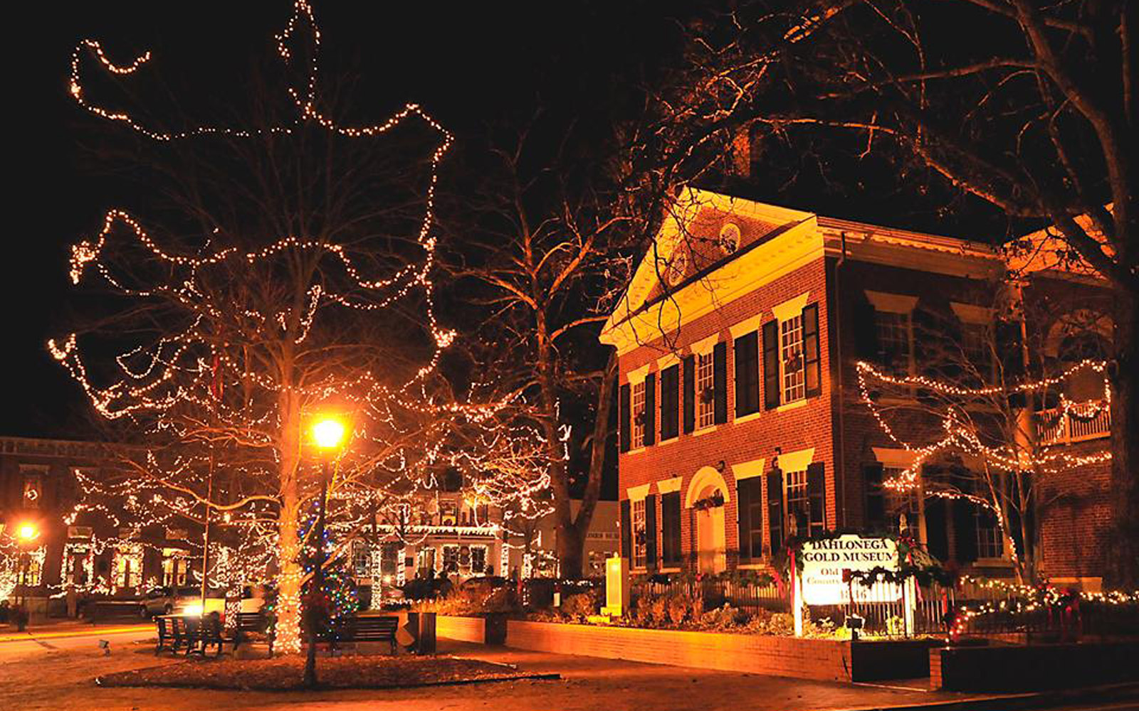 Why You Really Need to Plan a Visit to Dahlonega, Georgia This Christmas