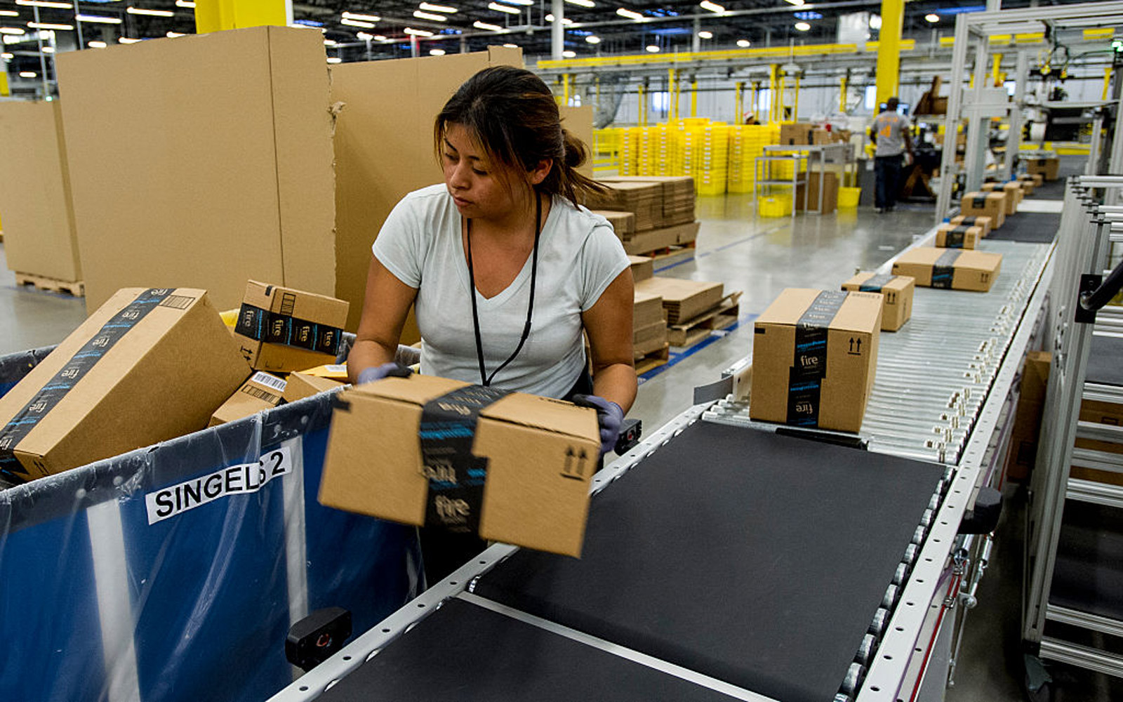 Amazon Is Hiring 120,000 Workers This Holiday