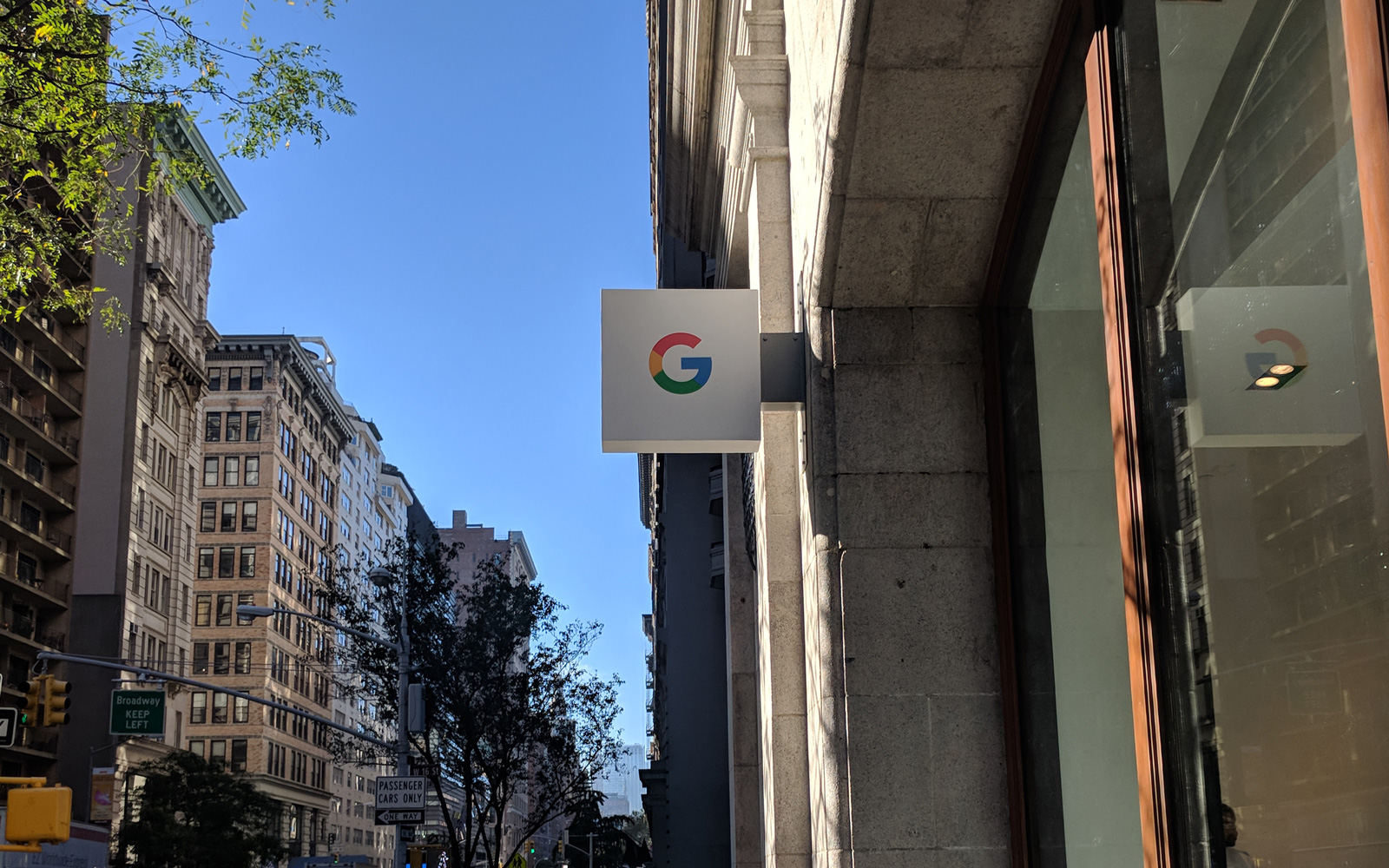Google Opens Stores in Los Angeles and New York City