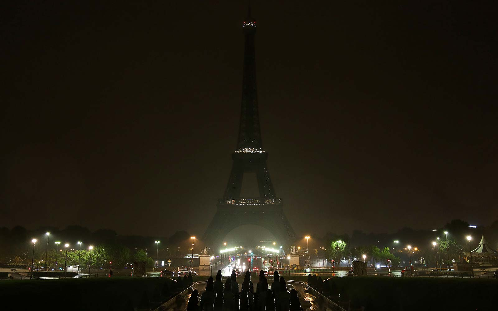 Paris France Eiffel Tower shuts off lights in memory of Las Vegas shooting victims