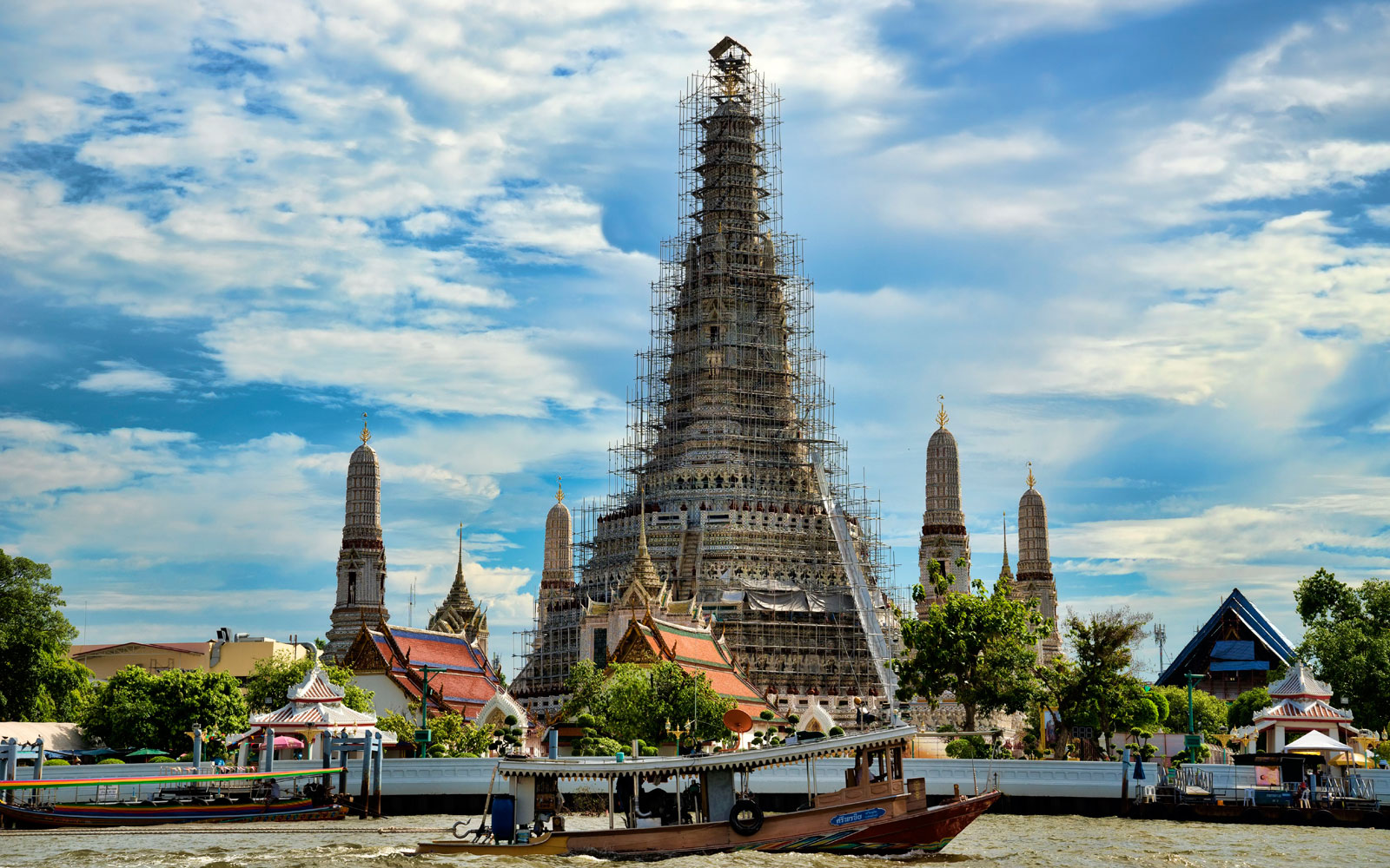 American Tourists Arrested for Taking Controversial Photo in Front of Historic Thailand Temple