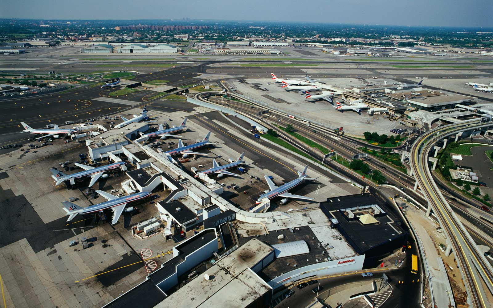 There Was a Near Miss at JFK After a Plane Almost Landed on the Wrong Runway
