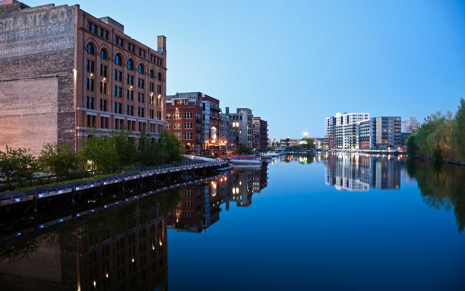 Visit Milwaukee, Wisconsin — Top Restaurants, Bars, Attractions