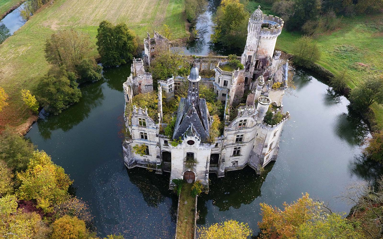 Mothe-Chandeniers Chateau Castle France