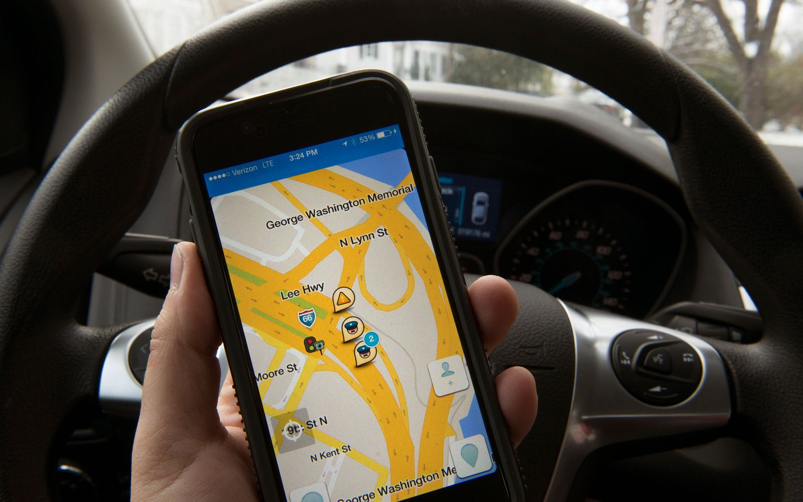 This Town Is Fining Drivers to Fight 'Horrific' Traffic From Google Maps and Waze