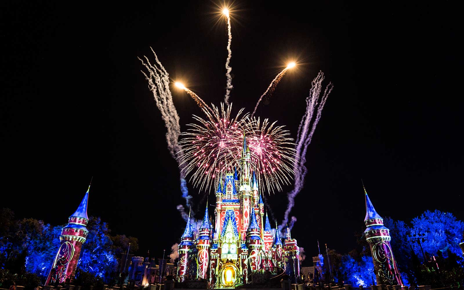 Why You Should Get to Disney World Before It Opens and Hang Around After Close