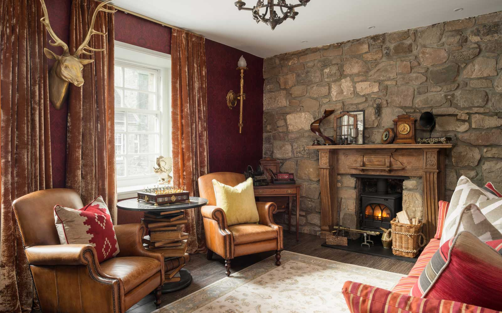 You Can Stay in This Harry Potter-themed Apartment in Scotland — Scottish Bedroom Decorating Ideas on scottish themed party ideas, scottish decorating style, scottish wedding ideas, scottish craft ideas, scottish interior decorating, scottish country decorating,