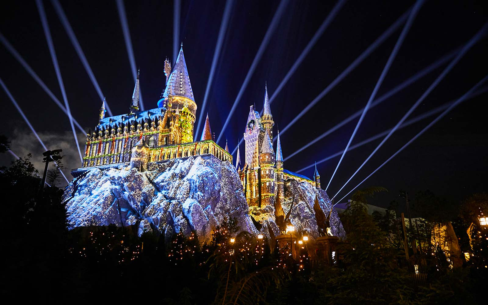 Wizarding World of Harry Potter Hogwarts Castle Holidays Light Show Universal Orlando Florida