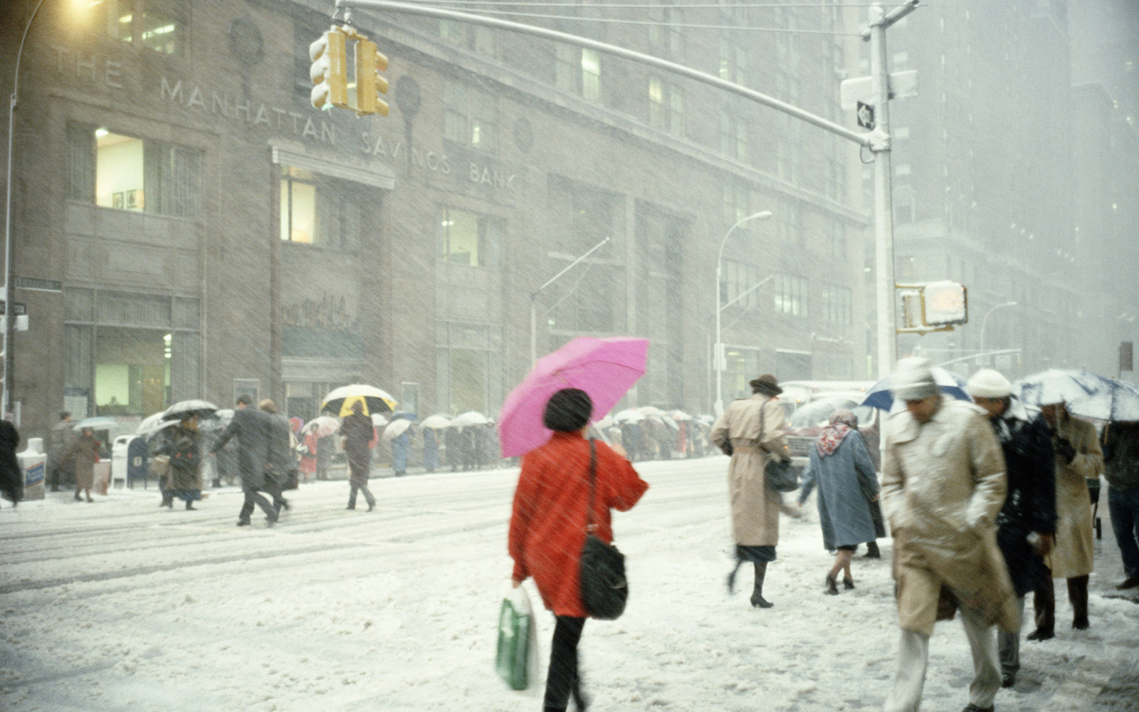 USA, New York, New York City, Madison Avenue, people walking in snow