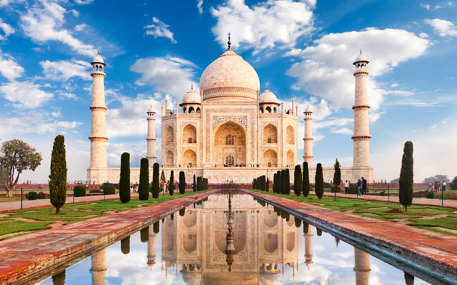 The Taj Mahal Is Now Limiting the Number of Visitors Allowed Each Day