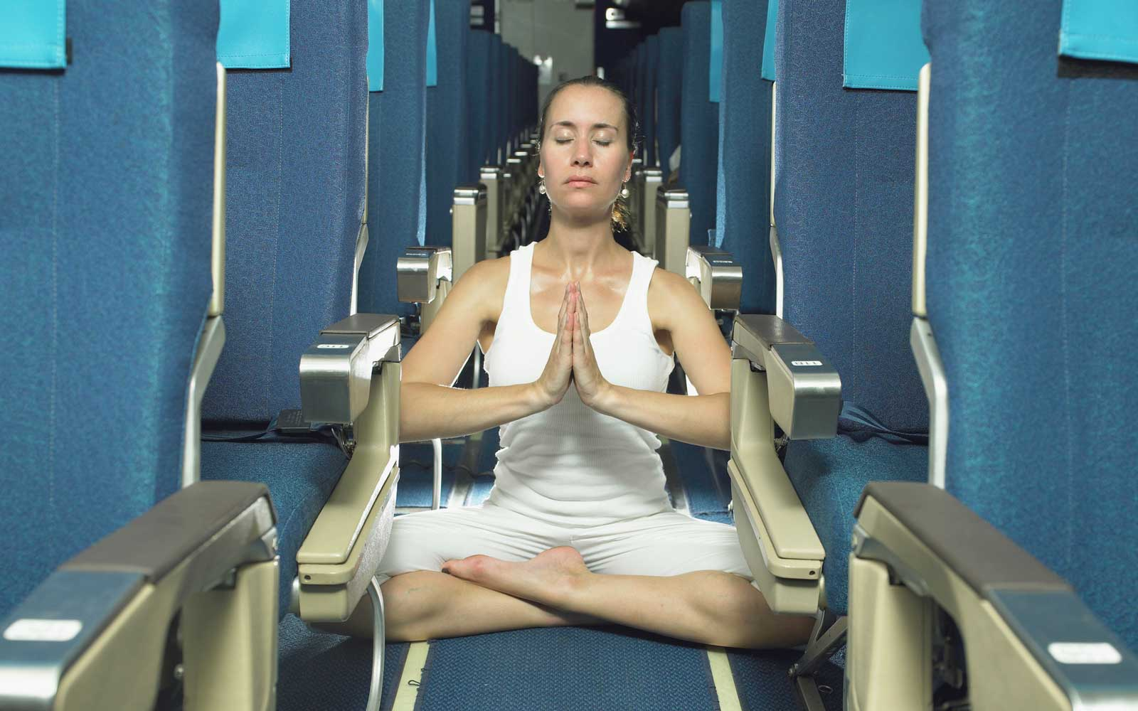 Watch This Woman Do a Full Yoga Routine Down the Aisle of an Airplane