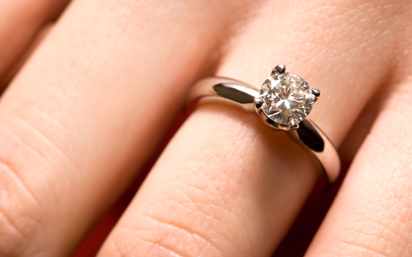 United Pilot Flies Passenger's Lost Engagement Ring Back To Her
