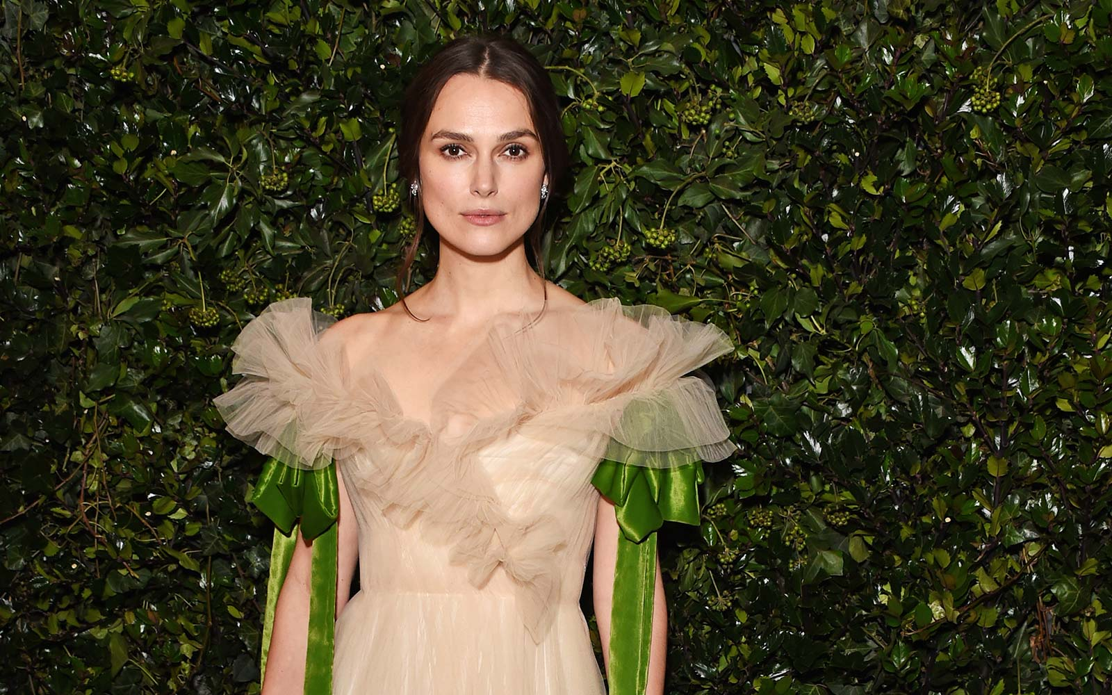 Keira Knightley Swears By Rosehip Oil While Traveling