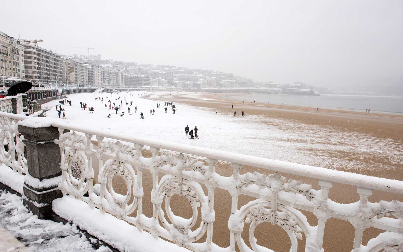 Freezing temperatures, wind and snow in San Sebastian