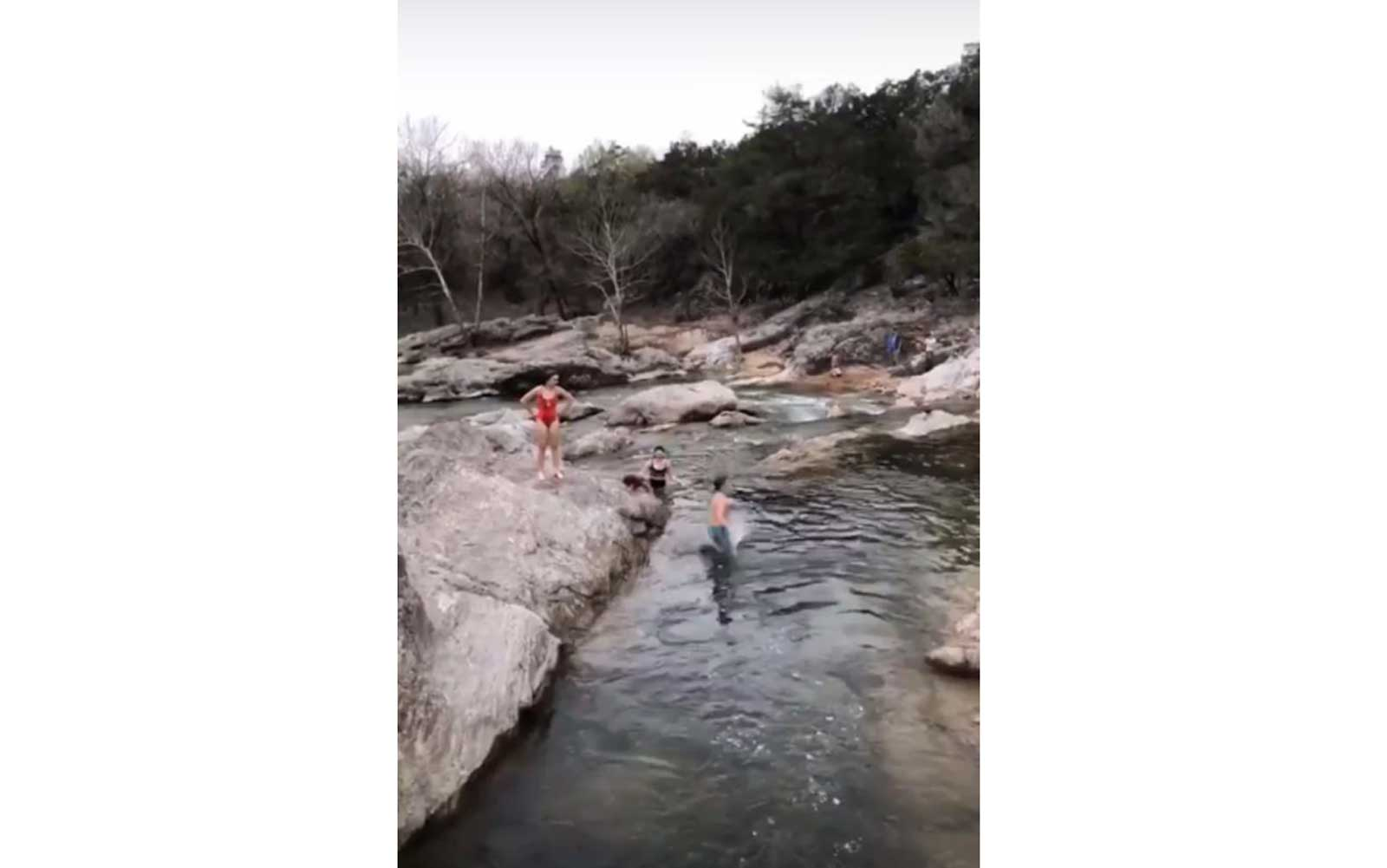 Gwen Stefani's kids jumping off rocks