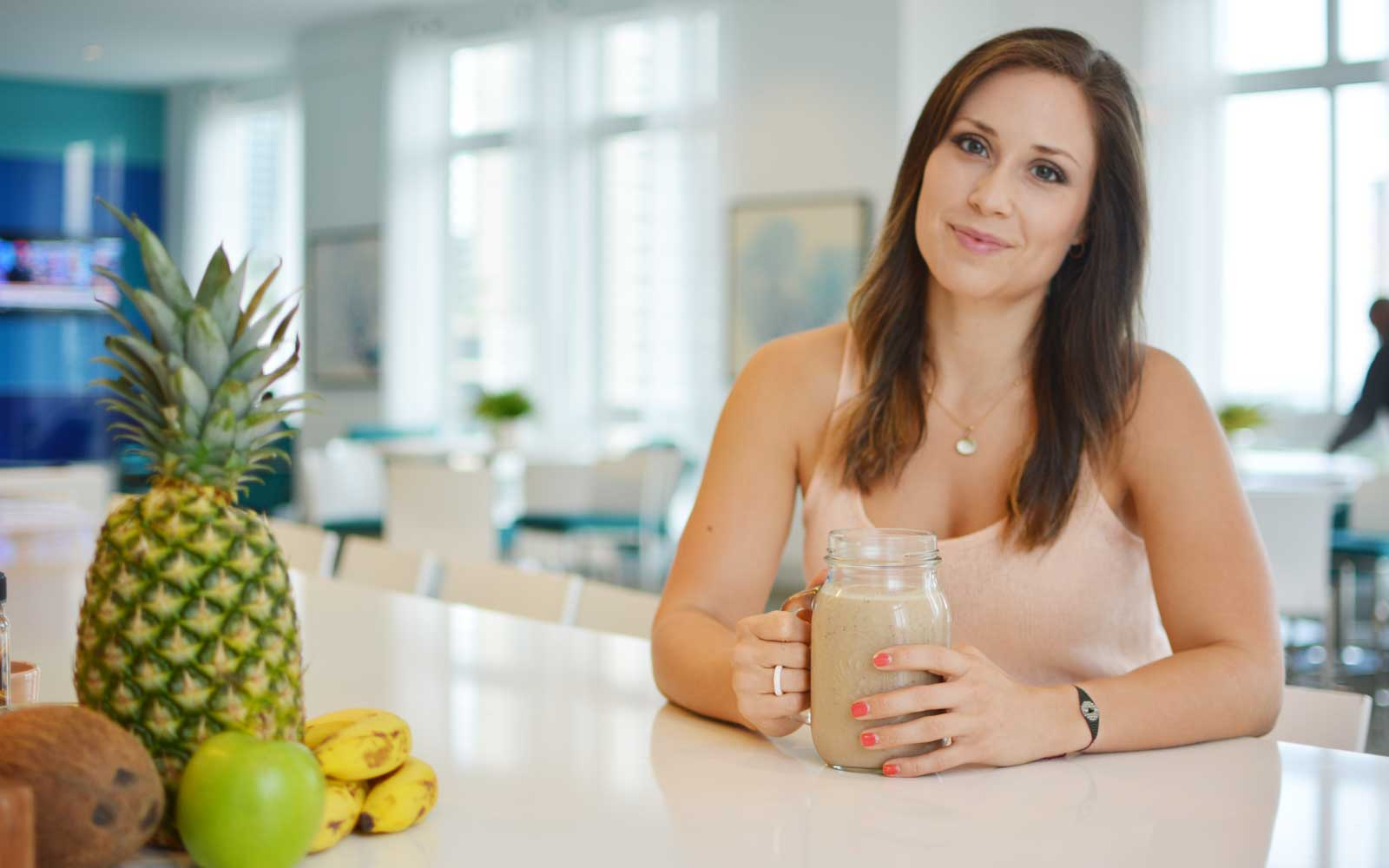 Monika Arenas, RD, helps guests with healthy grocery shopping at the Carillon Miami Wellness Resort