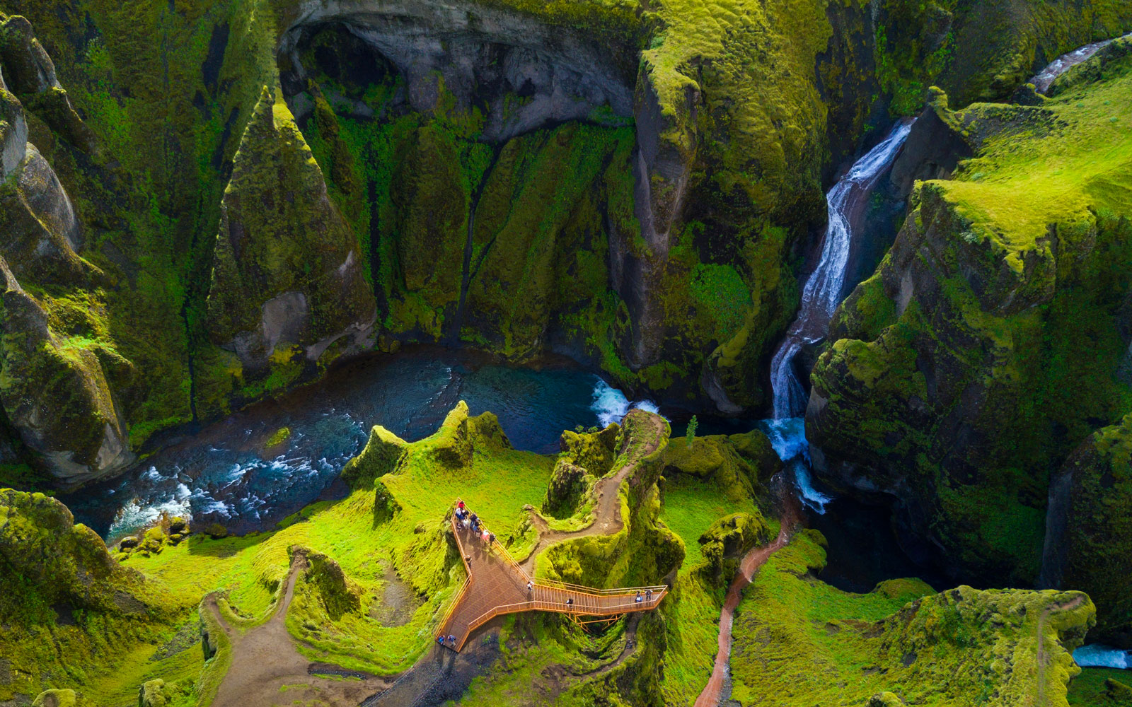 WOW Air Is Offering Cheap Flights to Iceland Starting at $70