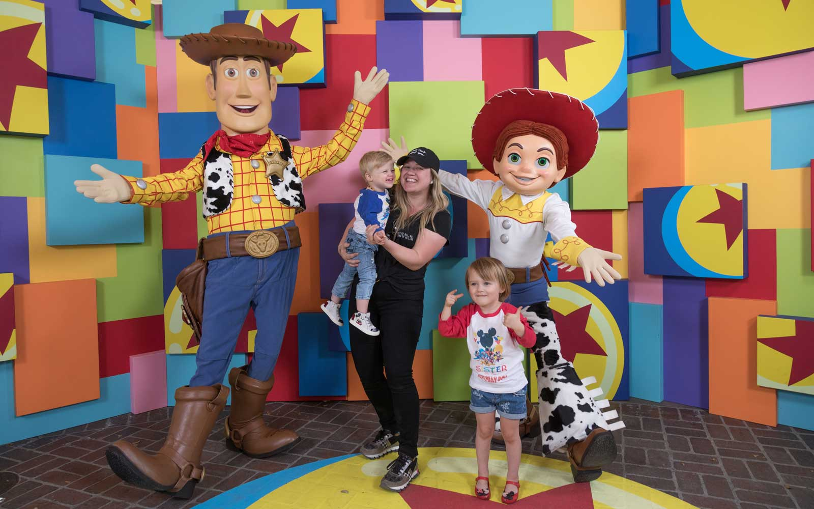 Kelly Clarkson with her kids at Pixar Fest