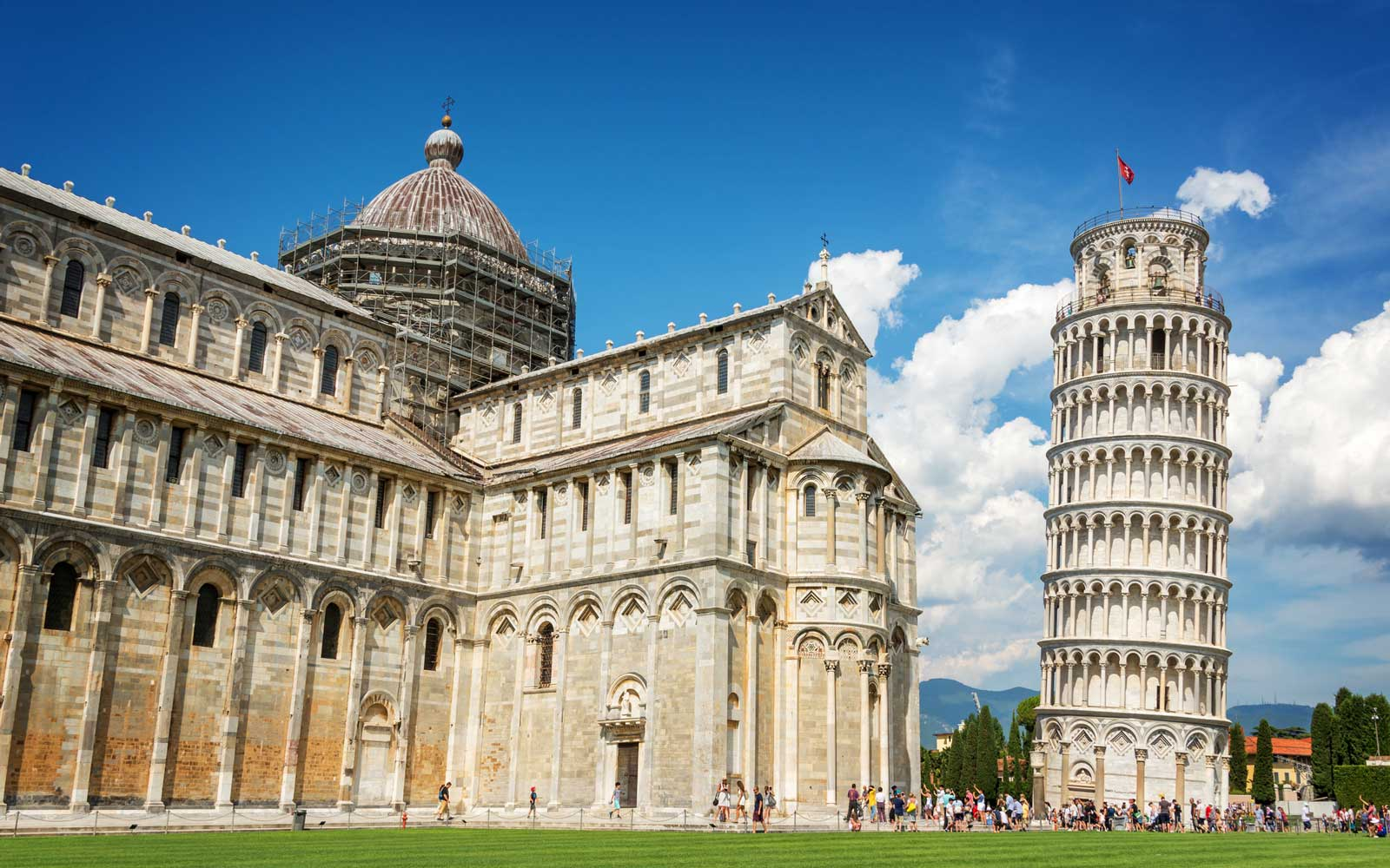 Leaning tower of Pisa and the cathedral (Duomo) in Pisa, Tuscany, Italy