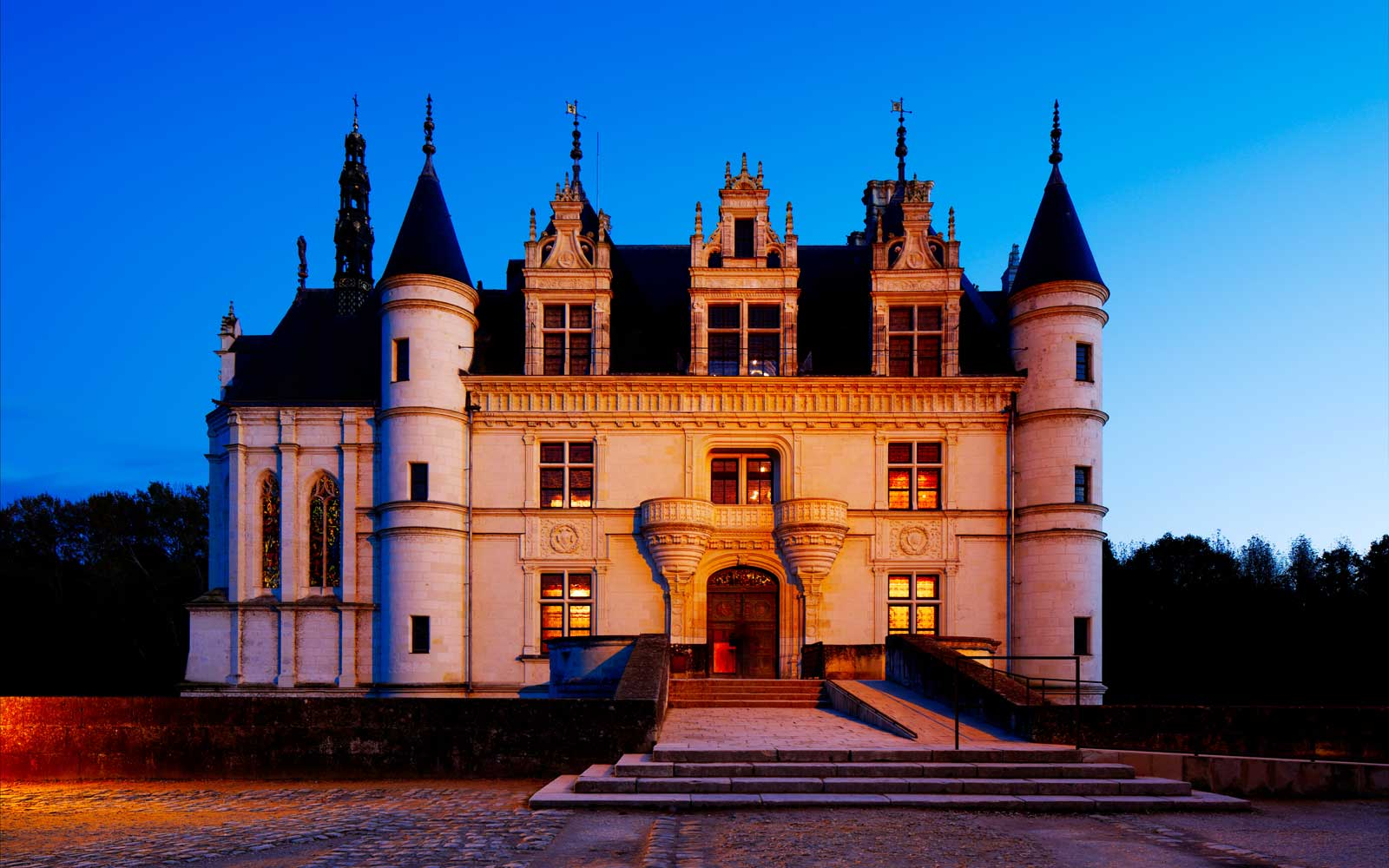 Castle of Chenonceau is located near the small village of Chenonceaux on the Loire Valley in France