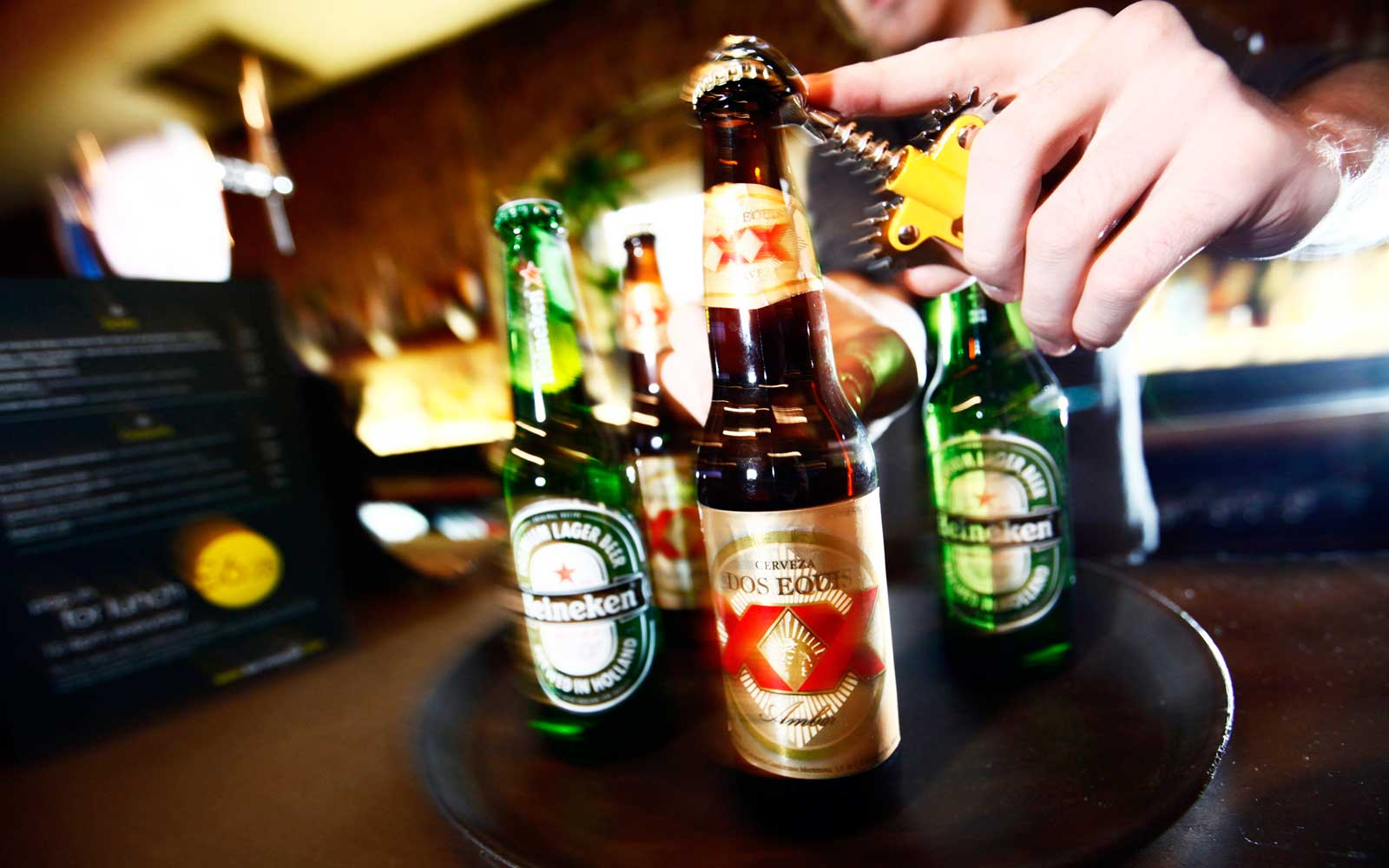 Heineken Agrees to Buy FemsaÕs Beer Unit