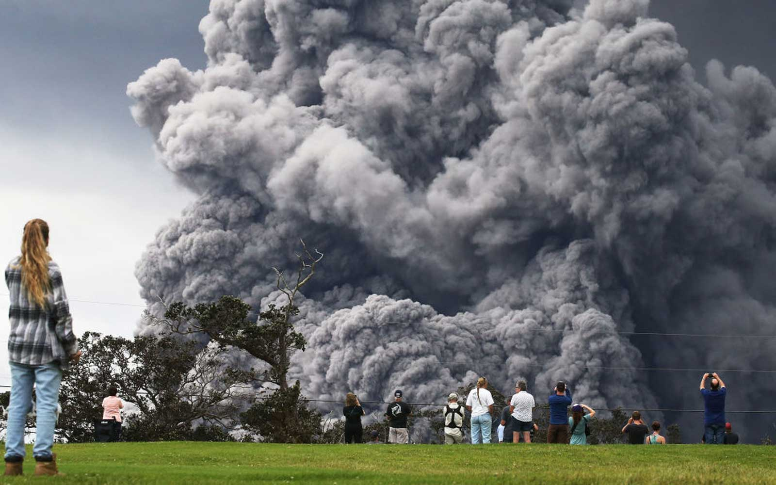 Hawaii Is on 'Red Alert' After 12,000-foot-tall Ash Cloud Bursts From Kilauea Volcano