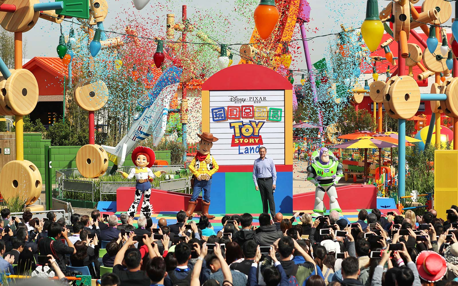 Toy Story Land to feature flying saucer ride, army men march