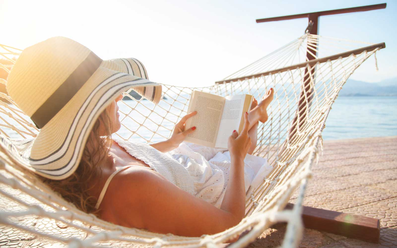 15 Classic Beach Reads You Won't Be Able to Put Down