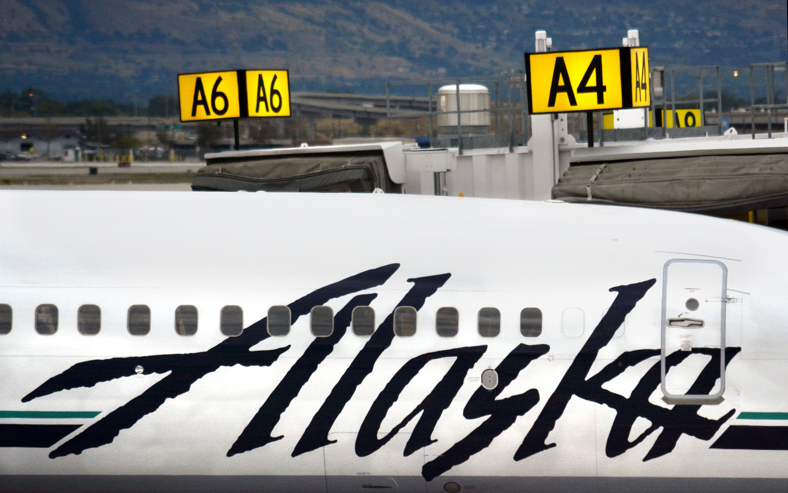 Alaska Airlines Tests Swapping Boarding Passes For